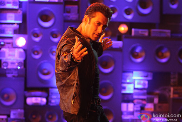 Salman Khan shoot the song with old radio sets still from movie 'O Teri'
