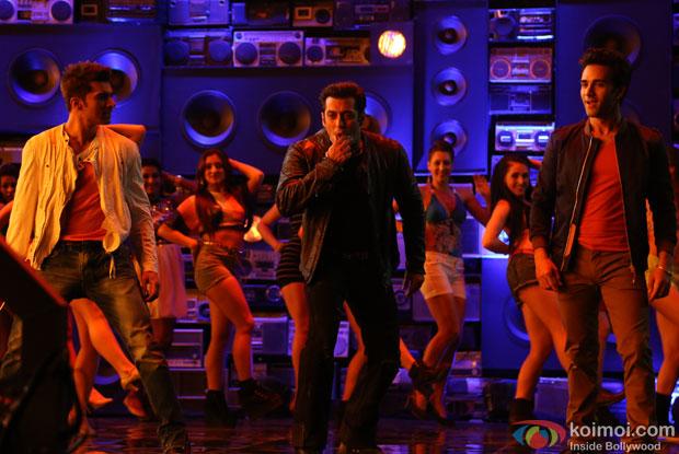 Pulkit Samrat, Salman Khan and Bilal Amrohi shoot the song with old radio sets still from movie 'O Teri'