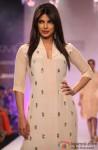 Priyanka Chopra dazzles at 'Lakme Fashion Week' 2014 Pic 1
