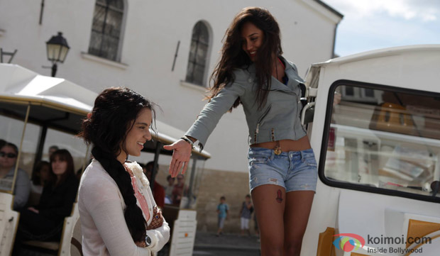 Kangana Ranaut and Lisa Haydon in a still from 'Queen'