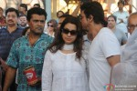 Shah Rukh Khan attends Juhi Chawla's brother Bobby Chawla's funeral Pic 2