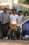 Shah Rukh Khan attends Juhi Chawla's brother Bobby Chawla's funeral Pic 1