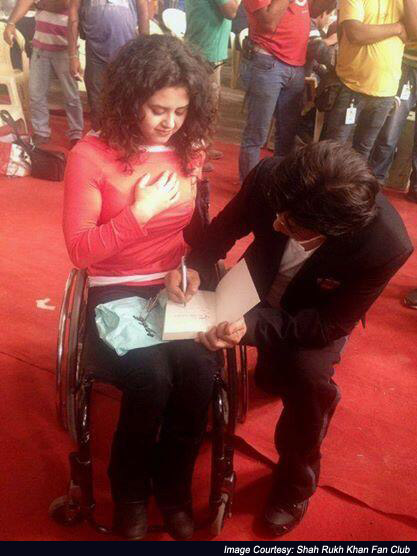 Shah Rukh Khan Pampers A Fan From  Amsterdam On The Sets Of Happy New Year