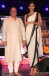 Sonam Kapoor launches 'Kuch Dil Ne Kaha' Ghazal album Pic 3