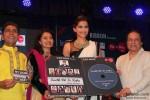Sonam Kapoor launches 'Kuch Dil Ne Kaha' Ghazal album Pic 4