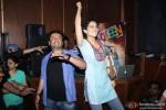 Kangana Ranaut and Vikas Bahl Promotes 'Queen' In A Popular Mumbai Lounge Pic 4