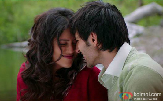Indrani Chakraborty (Mishti) and Kartik Aaryan in a still from movie 'Kaanchi'