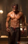 SRK Flaunts His Hottest 8 Pack Abs