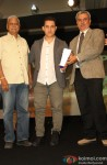 Aamir Khan at Indian Of The Year Awards ceremony Pic 1