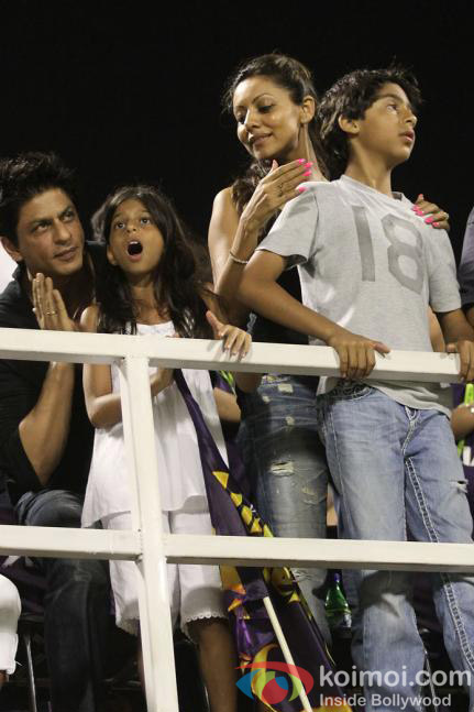 Shah Rukh Khan Gauri, Aryan and Suhana at IPL