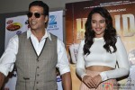 Akshay Kumar and Sonakshi Sinha during the promotion of 'Holiday - A Soldier Is Never Off Duty' on DID Pic 2