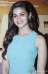 Alia Bhatt meet viewers of '2 States' in Mumbai's Multiplex Pic 1