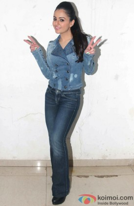 Ariana Ayam Strikes A Pose For Shutterbugs
