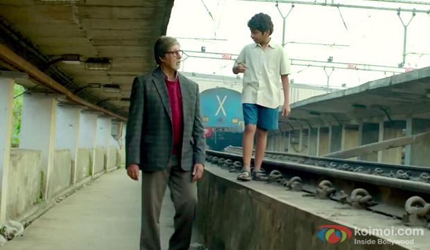 Amitabh Bachchan and Parth Bhalerao in a still from movie 'Bhoothnath Returns'