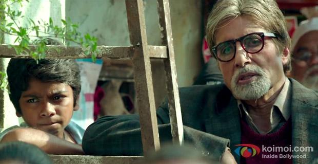 Parth Bhalerao and Amitabh Bachchan in a still from movie 'Bhoothnath Returns'