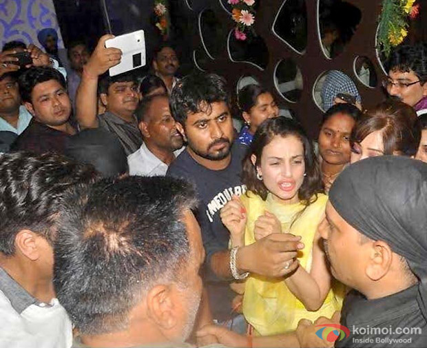 Ameesha Patel Slapping A Man For His Misbehavior