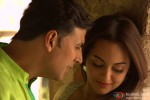 Akshay Kumar and Sonakshi Sinha in Holiday – A Soldier Is Never Off Duty Movie Stills Pic 4