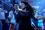 Akshay Kumar and Sonakshi Sinha in Holiday – A Soldier Is Never Off Duty Movie Stills Pic 2