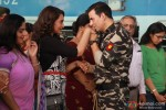 Sonakshi Sinha and Akshay Kumar in Holiday – A Soldier Is Never Off Duty Movie Stills Pic 5