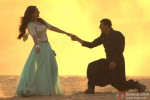 Sonakshi Sinha and Akshay Kumar in Holiday – A Soldier Is Never Off Duty Movie Stills Pic 3