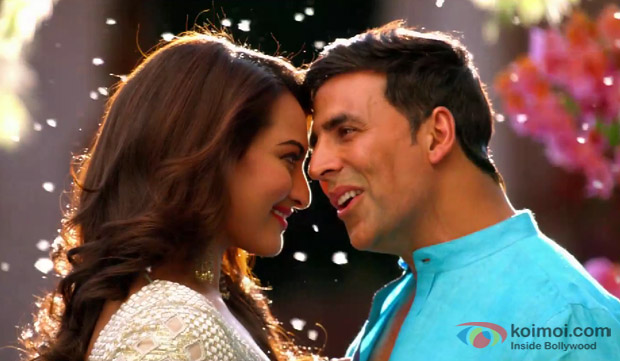 Sonakshi Sinha and Akshay Kumar in a still from movie 'Holiday'