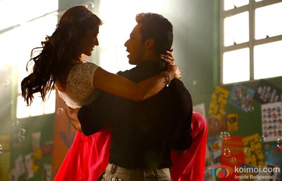 Varun Dhawan and Ileana Dcruz in a still from movie 'Main Tera Hero'