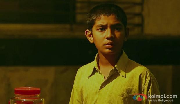 Partho Gupte in a 'Sar Utha Ke' Song still from movie 'Hawaa Hawaai'