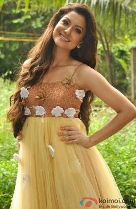 Gauhar Khan Flaunts Her Beautiful Smile