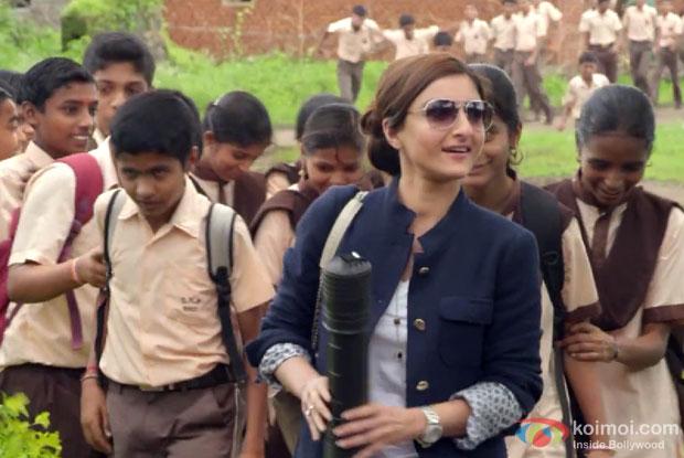 Soha Ali Khan in a still from movie 'Chaarfutiya Chhokare'