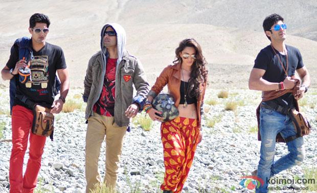Vijender Singh, Arfi Lamba, Kiara Advani and Mohit Marwah in a still from movie 'Fugly'