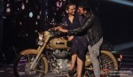 Sonakshi Sinha, Akshay Kumar At Holiday Promotions of Jhalak Dikhla Ja