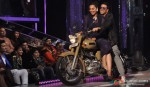 Sonakshi Sinha, Akshay Kumar Ride A Bike On The Sets Of Jhalak Dikhla Ja