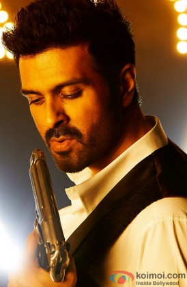 Harman Baweja In A Still From Dishkiyaoon