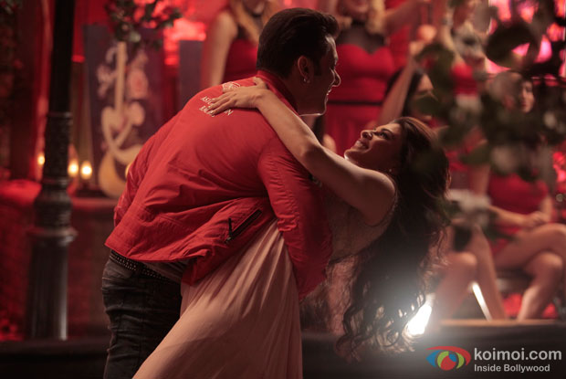 Salman Khan and Jacqueline Fernandez in a still from movie 'Kick'