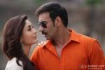 Kareena Kapoor and Ajay Devgn in Singham Returns Movie Stills Pic 3