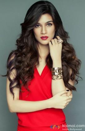 Kriti Sanon Looking Sexy In Red