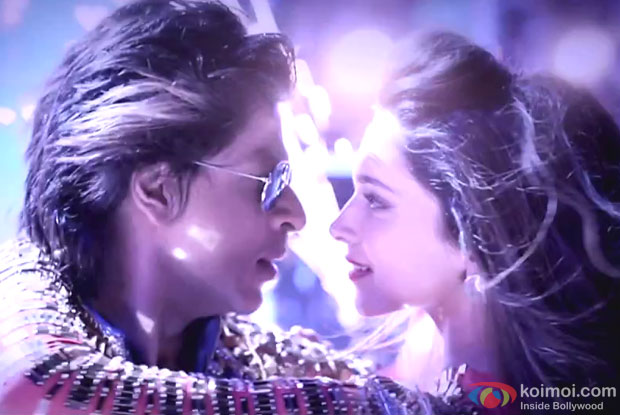 Shah Rukh Khan and Deepika Padukone in a still from SLAM! The Tour City