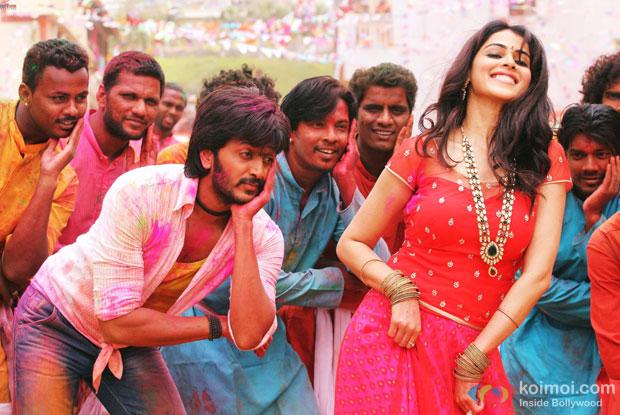 Riteish Deshmukh and Genelia Deshmukh in a still from movie 'Lai Bhaari'