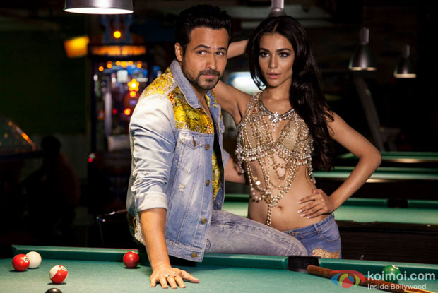 Emraan Hashmi and Humaima Malick in a still from movie 'Raja Natwarlal'