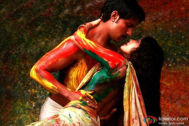 Randeep Hooda and Nandana Sen in a a still from movie 'Rang Rasiya'