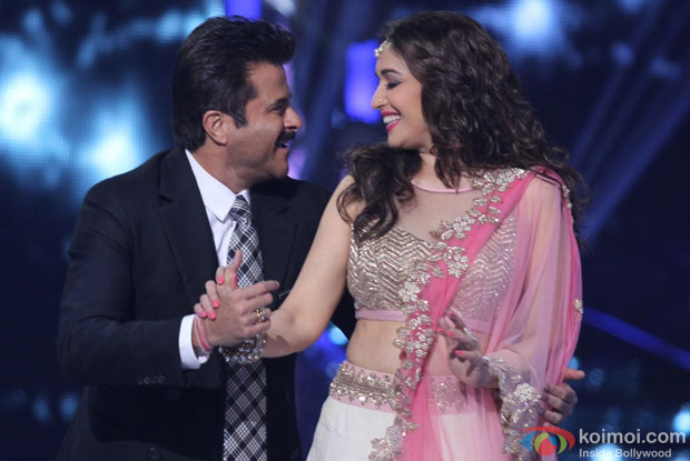 Anil Kapoor and Madhuri Dixit during the Grand Finale of 'Jhalak Dikhhla Jaa' Pic 1