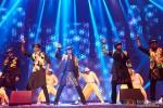 Vivaan Shah, Sonu Sood, Shah Rukh Khan, Abhishek Bachchan and Boman Irani performed SLAM! The Tour at Sears Center Arena in Chicago