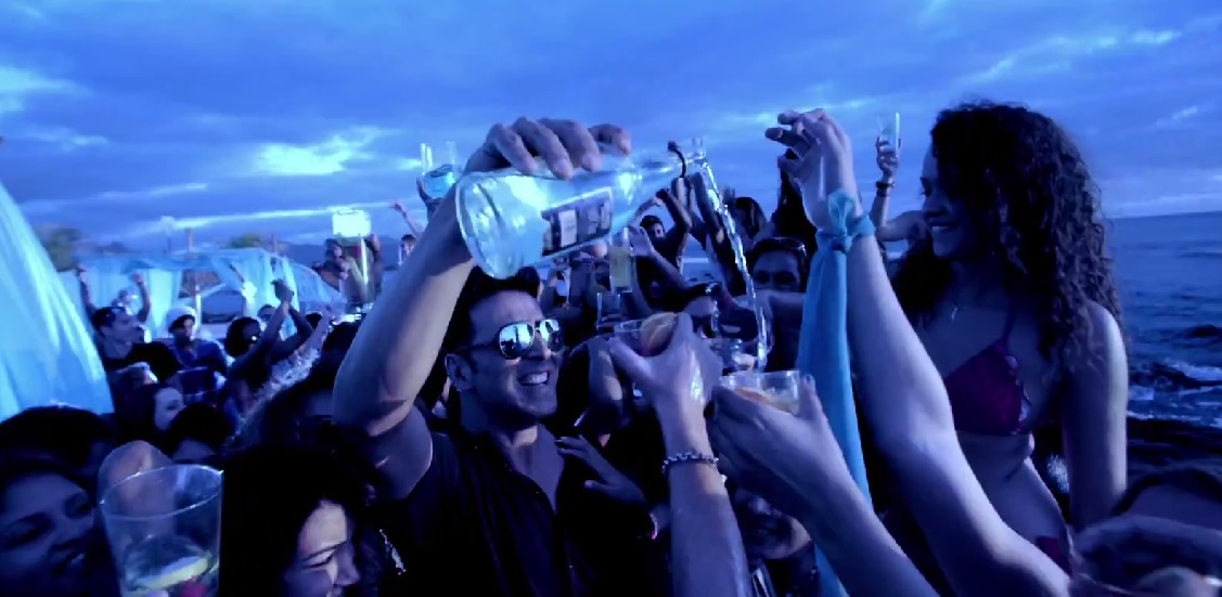 Akshay Kumar in 'The Shaukeens' song Alcoholic