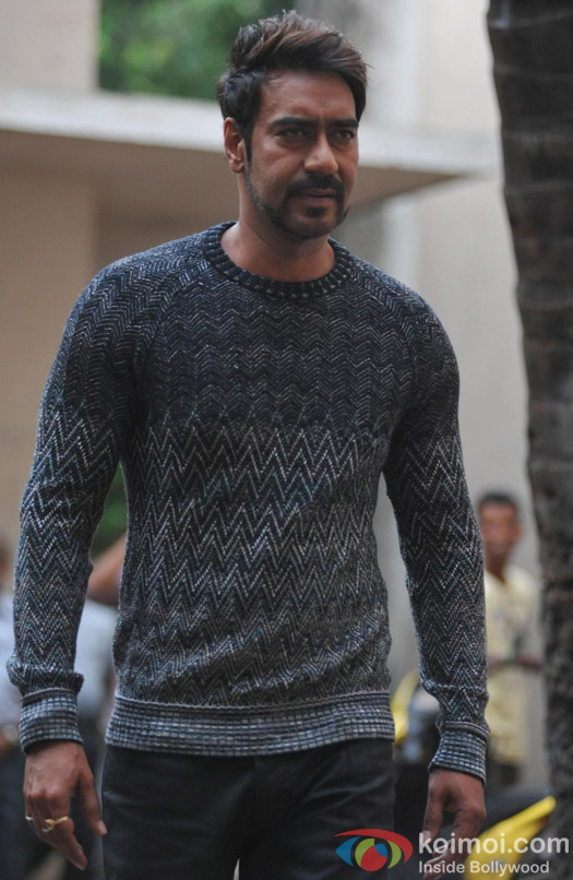 Ajay Devgn Snapped On The Sets Of 'Action Jackson' Pic 1