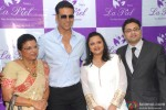 Akshay Kumar during the launch of La Piel Clinic Pic 4