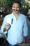 Vivek Oberoi Cast Vote For Maharashtra State Assembly Elections 2014