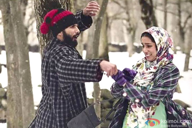 Shahid Kapoor and Shraddha Kapoor in a still from 'Haider'