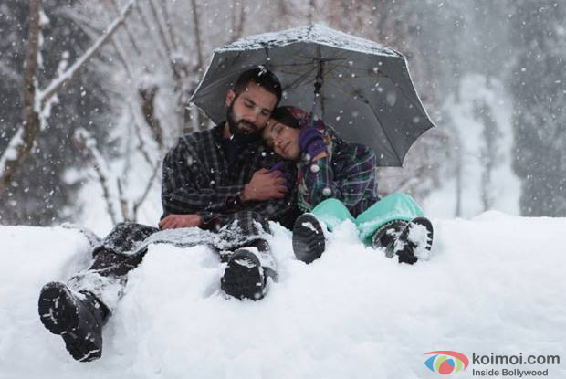 Shahid Kapoor and Shraddha Kapoor in a still from movie 'Haider'