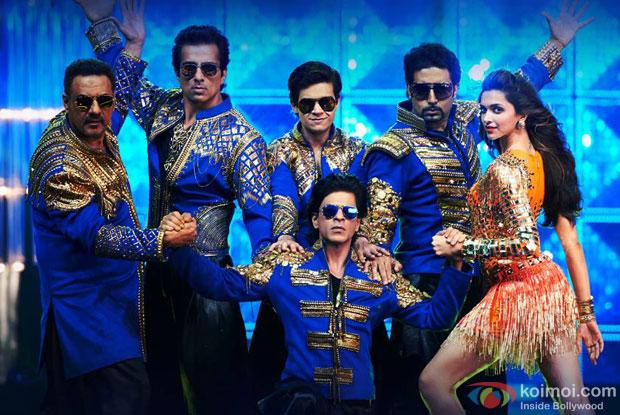 Boman Irani, Sonu Sood, Shah Rukh Khan, Vivaan Shah, Abhishek Bachchan and Deepika Padukone in a still from movie 'Happy New Year'