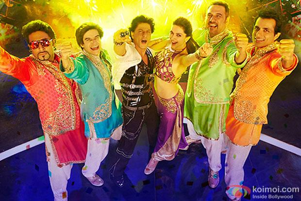 Abhishek Bachchan, Vivaan Shah, Shah Rukh Khan, Deepika Padukone, Boman Irani and Sonu Sood in a still from movie 'Happy New Year'